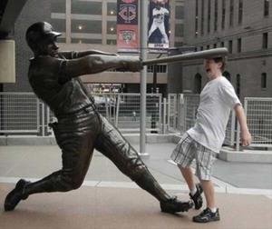 recreoviral.com-gente-jugando-con-estatuas-divertidas-4