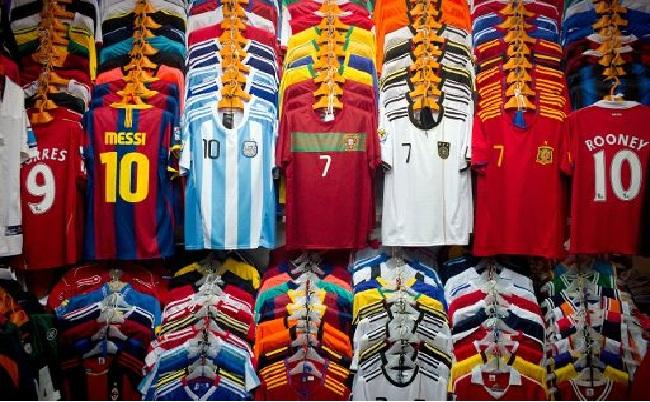 TOP 10 Camisetas de Jugadores más vendidas de Fútbol en el mundo . c80cd1f7cdafe