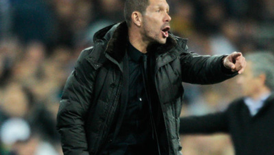 MADRID, SPAIN - DECEMBER 01: Head coach Diego Simeone of Club Atletico de Madrid gives instructions during the La Liga match between Real Madrid CF and Club Atletico de Madrid at Estadio Santiago Bernabeu on December 1, 2012 in Madrid, Spain. (Photo by Gonzalo Arroyo Moreno/Getty Images)