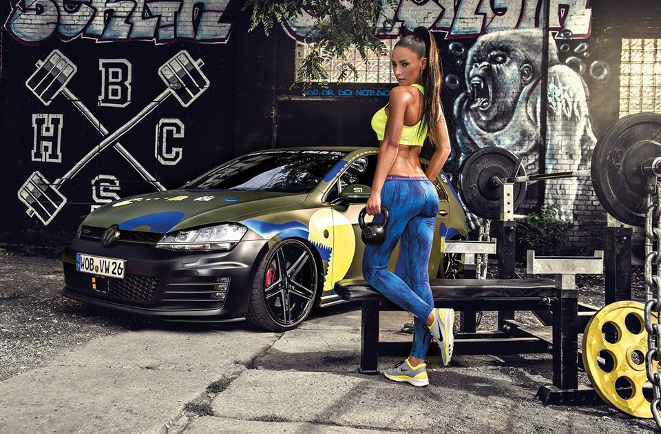 TOP postureo chicas vs coches - CABROWORLD
