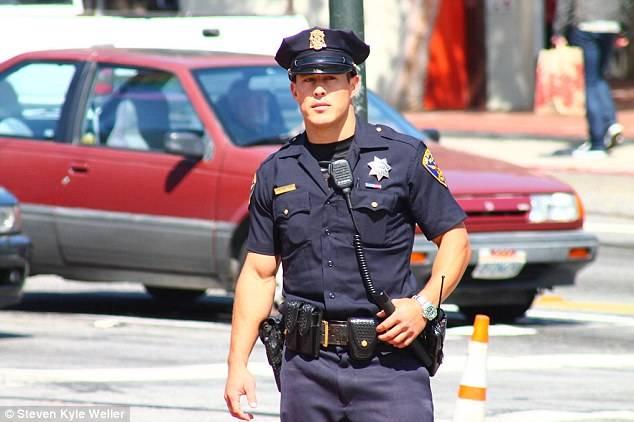 ¡Los POLICÍAS más guapos del mundo! - CABROWORLD