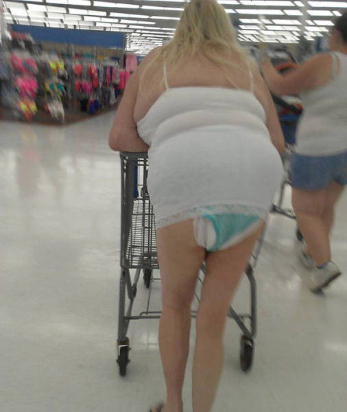 you_can_always_trust_walmart_to_bring_out_the_classier_side_of_people_640_23