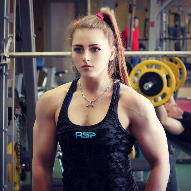 Julia-Vins-in-Gym