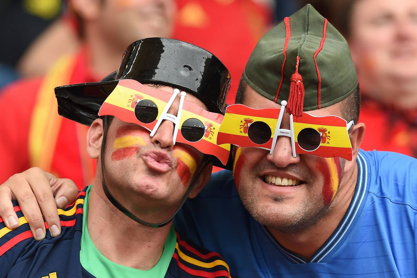 Spain supporters attend the Euro 2016 group D football match between Spain and Czech Republic at the Stadium Municipal in Toulouse on June 13, 2016. / AFP PHOTO / NICOLAS TUCAT