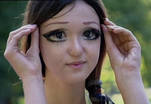 15-personas-que-fallaron-con-el-maquillaje-12