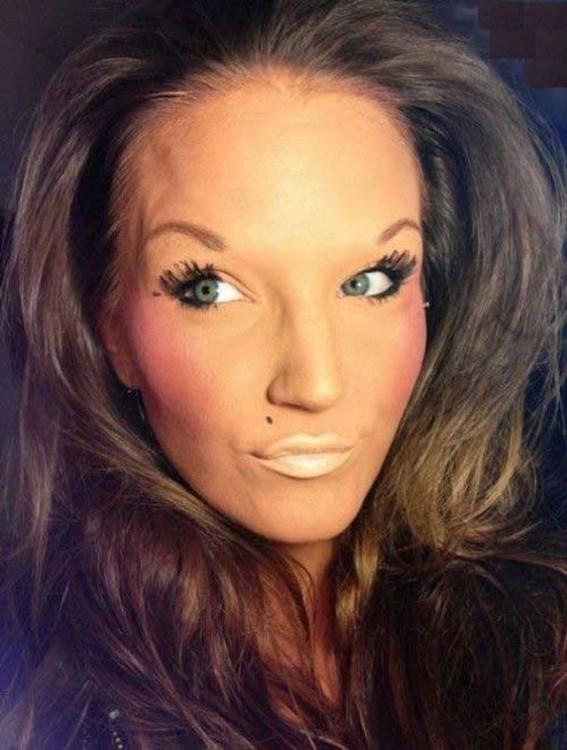 15-personas-que-fallaron-con-el-maquillaje-5-567x750