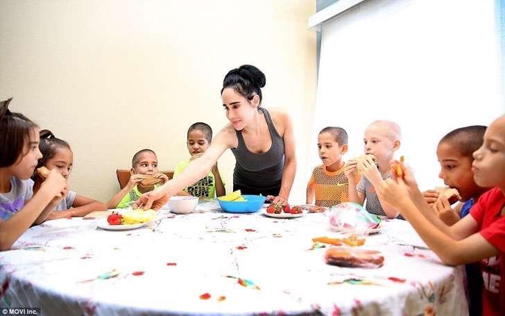 38166C4D00000578-3781725-The_children_all_follow_an_organic_vegetarian_diet_don_t_eat_fas-a-9_1473705269290-2