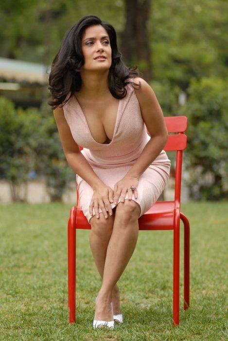 Salma-Hayek-hot-pictures-469x700