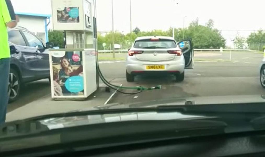 echando-gasolina-wtf