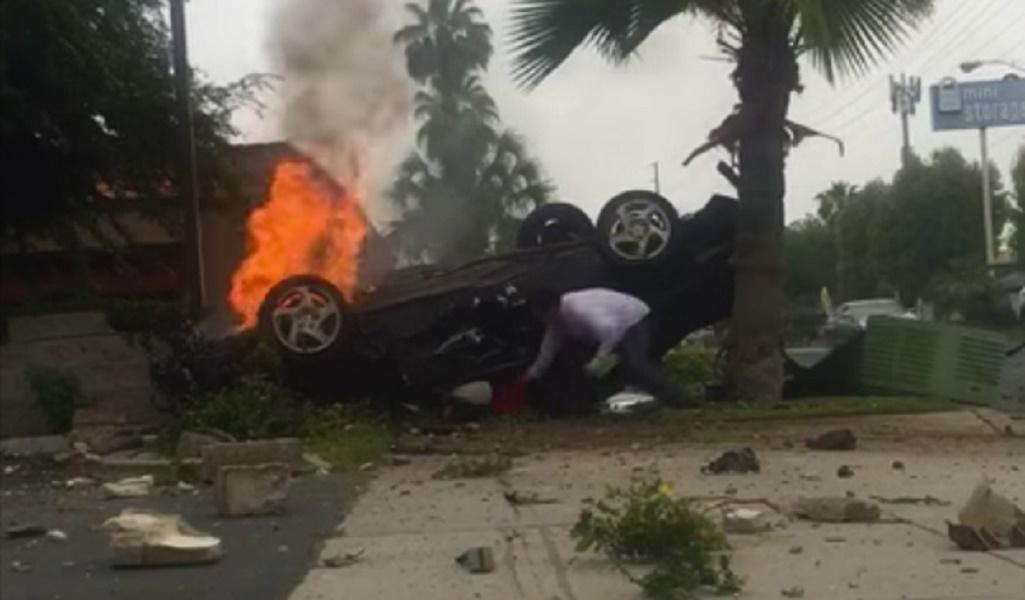 hombre-prepara-grabar-movil-salvar-joven-accidente