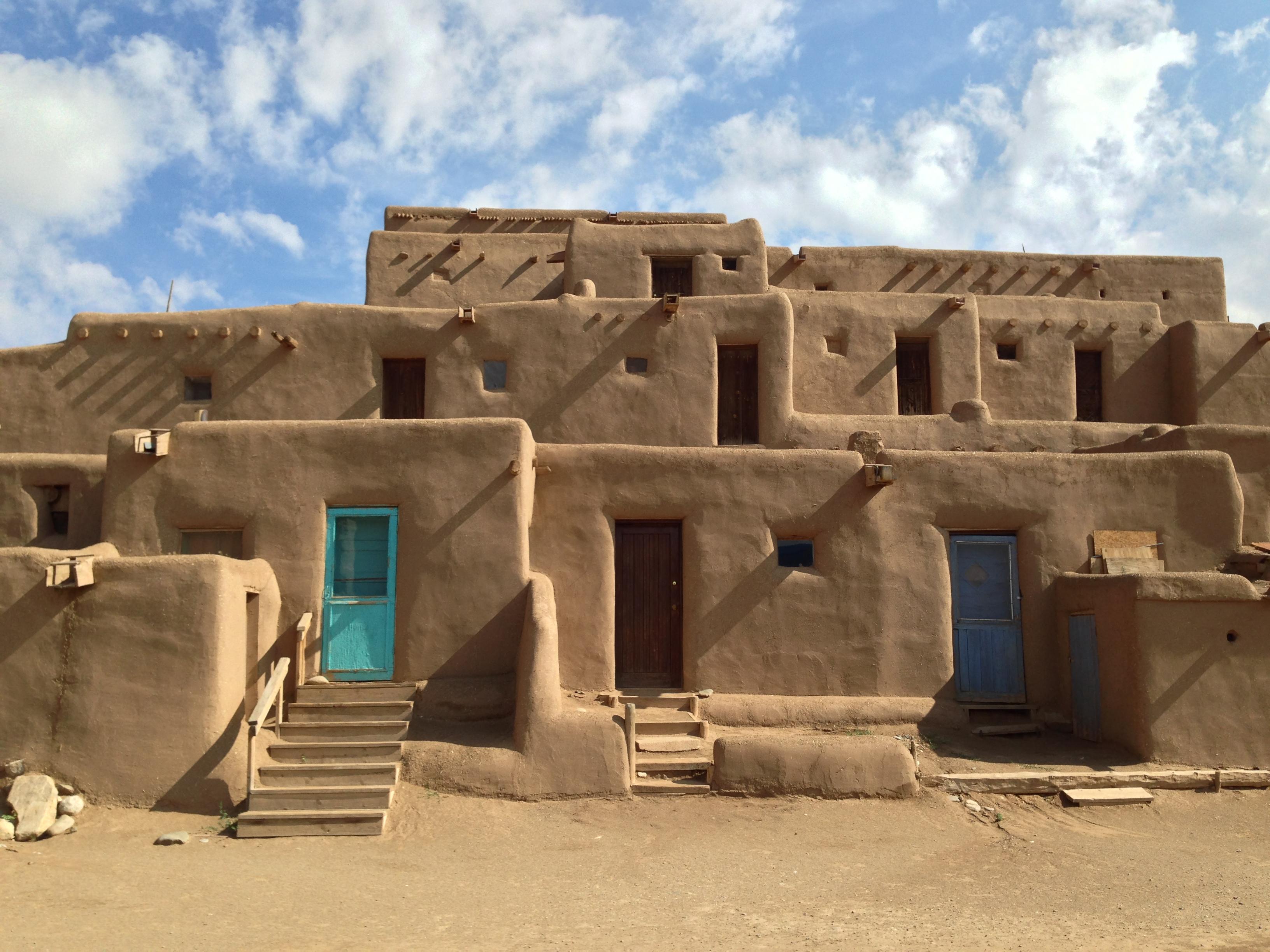 El misterioso zumbido de taos el fen meno que la for Adobe home builders texas