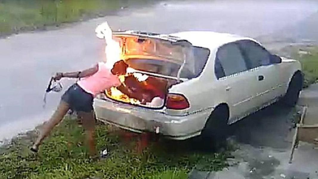 Intenta quemarle el coche a su ex, se equivoca y calcina el de un desconocido - CABROWORLD