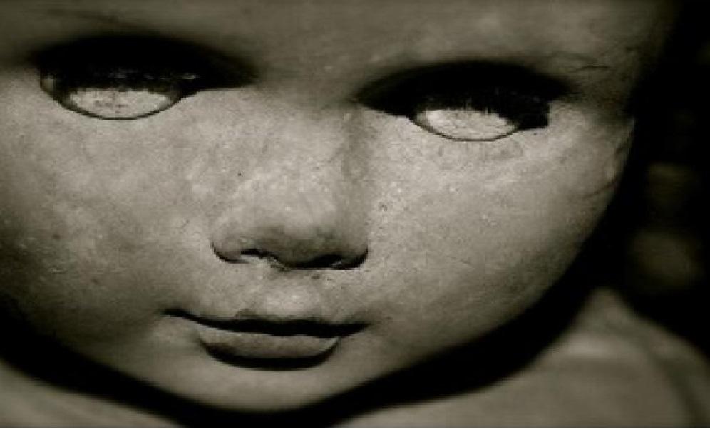 ¡Muñeca poseída de más de 100 años se mueve frente a las CÁMARAS! ¡WWWAA! - CABROWORLD