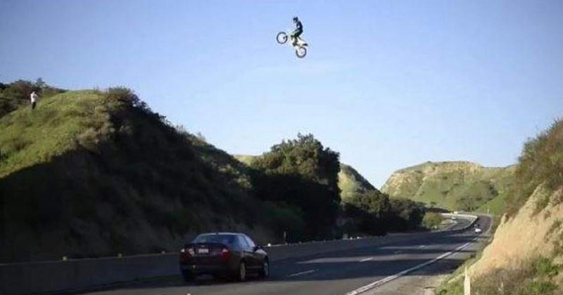 motorista-salta-encima-autovia