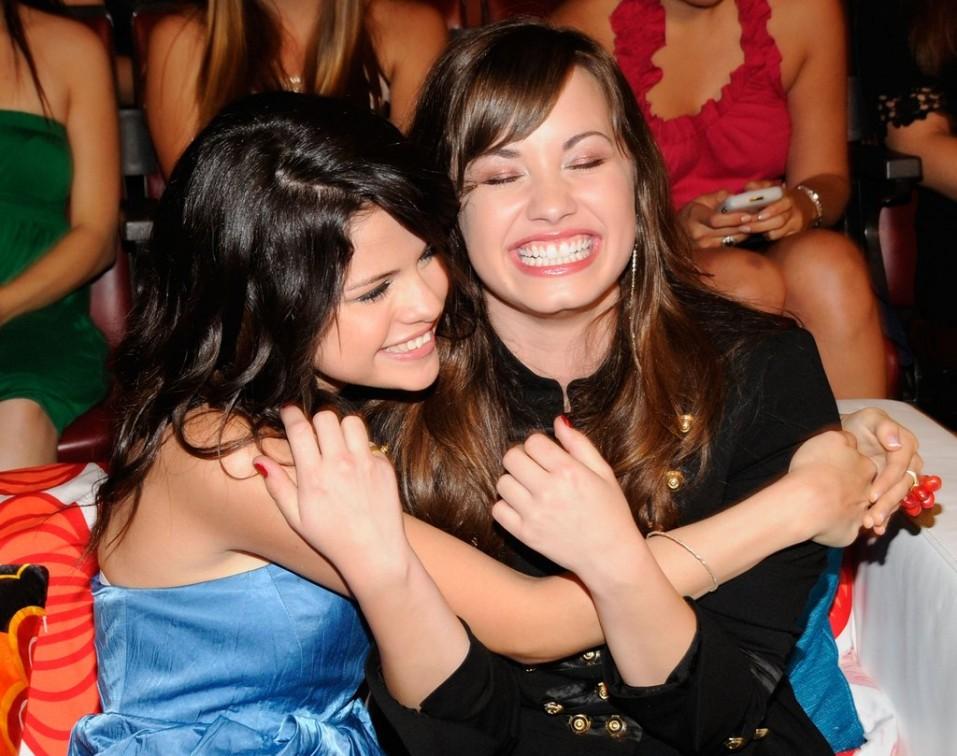 Selena-Gomez-y-Demi-Lovato