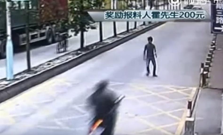 """Ladrón roba un móvil de un camión pero le atacan modo """"MAESTRO DE KUNG-FU"""" (épico) - CABROWORLD"""