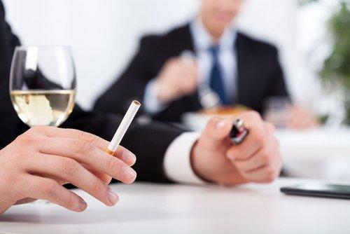 vino-cigarrillo-500x334