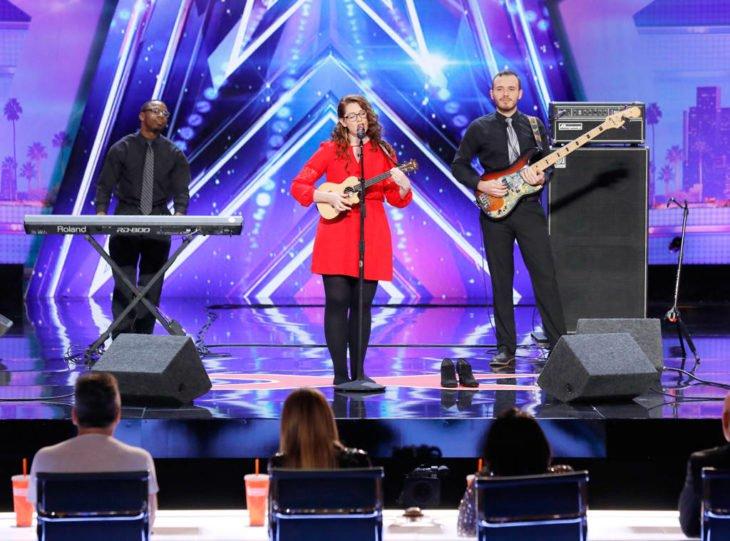 Mandy-Harvey-chica-sorda-gana-Americas-Got-Talent-2-730x541