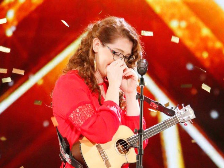 Mandy-Harvey-chica-sorda-gana-Americas-Got-Talent-6-730x548