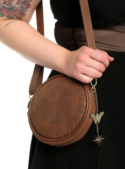 Wonder-Woman-Shield-Crossbody-Bag-1-519x700
