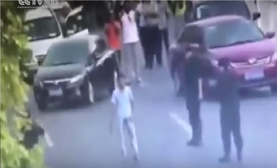 MUJER POLICÍA desarma a criminal con una técnica de JUDO - CABROWORLD