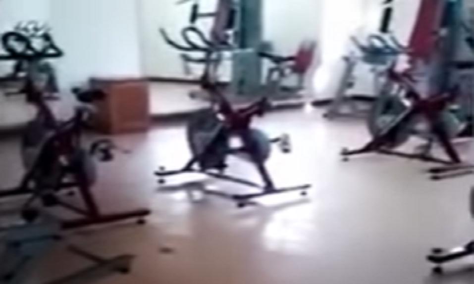 """Una mujer graba """"ACTIVIDAD PARANORMAL"""" en un gimnasio de México - CABROWORLD"""