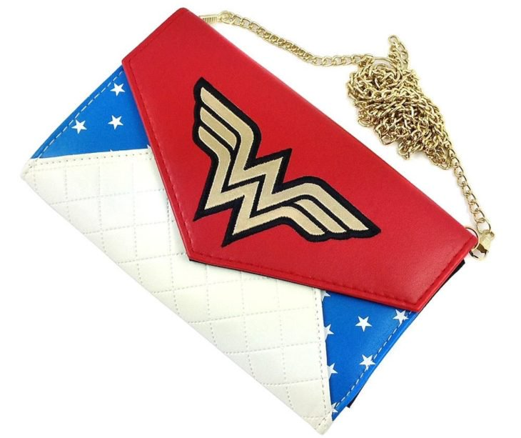 womens-wonder-woman-envelope-wallet-with-chain-p10260-13673_zoom-730x613