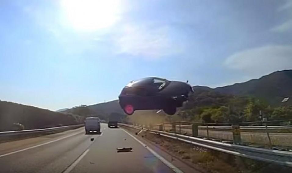 youtube-accidente-auto-vuela-japon