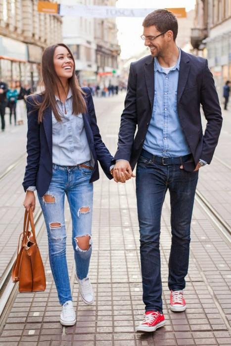 Cosas-absurdas-que-hacen-las-parejas-que-tienen-mucho-tiempo-juntas-4-467x700