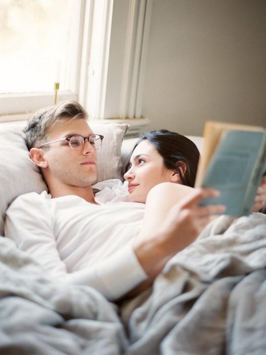 Cosas-absurdas-que-hacen-las-parejas-que-tienen-mucho-tiempo-juntas-7-526x700
