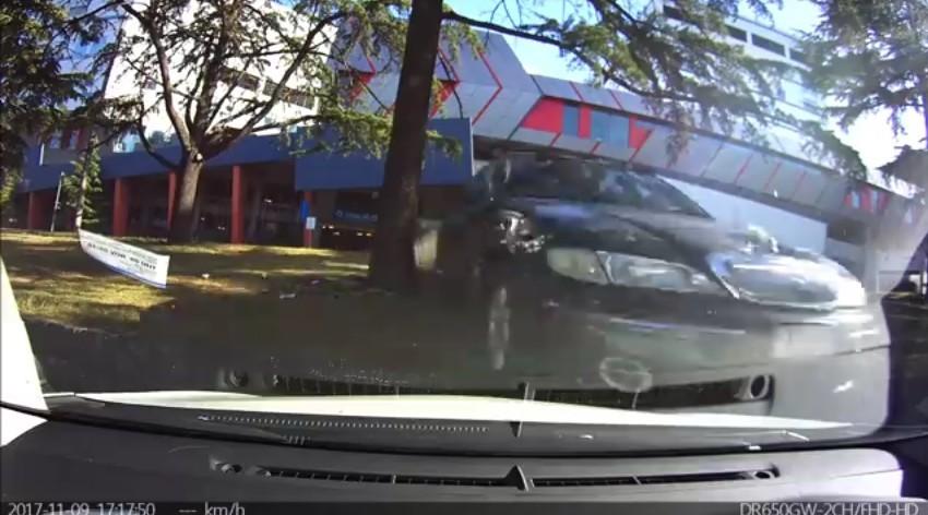 cochevoladorderepenteaparcado3