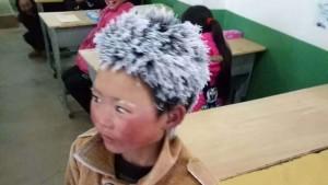 A un niño se le congela el pelo por ir andando al colegio
