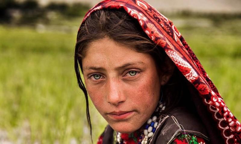 Retratos Que Muestran Cómo Luce La Belleza De La Mujer Alrededor Del